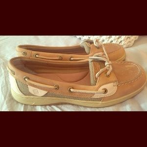 Woman's tan and cream leather tie Sperry's